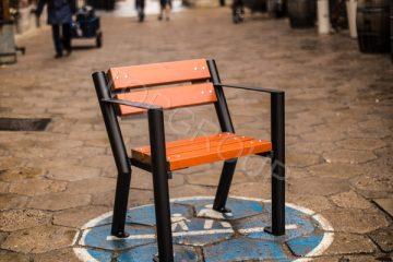 Krzesła drewniane TGR Gladiator z podłokietnikiem – TopArchitektura.pl